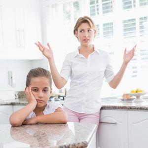 moeder wil praten met haar kind